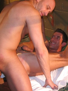 Two kinky gay dudes with big muscles get to pound each other's bungholes