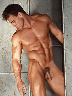 Gay muscle hunk fills the retro gallery with naked shots of his gorgeous body