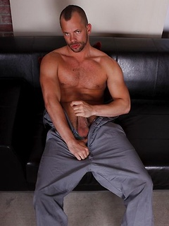 Strong gay dude drills his ass with a dildo while he jerks his hard cock
