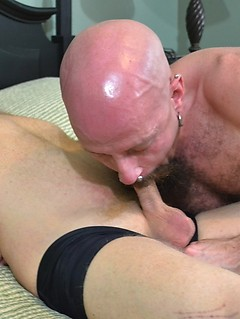 Bearded gay dude wants to suck on a cock before getting his ass smashed