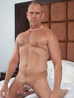 Matt Sizemore sticks his hard and massive pecker in his man's tight bunghole