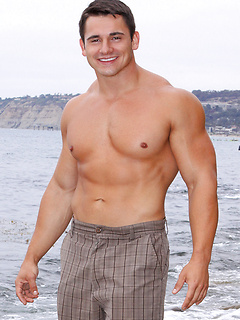 Strong guy gets rid of the clothes and shows off his muscles while jerking off