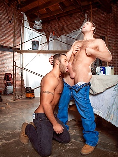 Gay top Tom Wolfe fucks his big dick into the asshole of sexy Jason Michaels