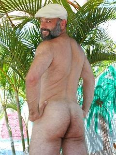 Hot gay daddy Sean Travis demonstrating his nude furry bear body